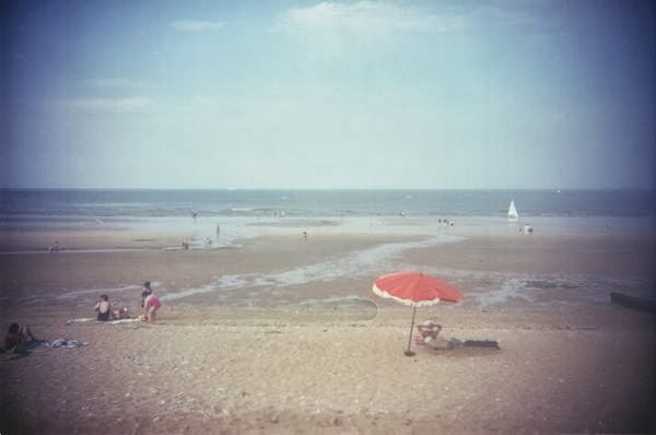 © Y. Vigouroux, Hermanville-sur-mer, septembre 1999, série Littoralités (Donation ARDI)
